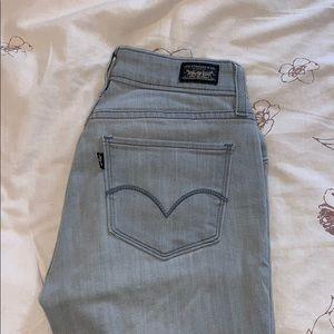 light gray levi jeans